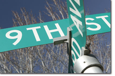 A pair of signs marks the intersection of E. Third Avenue and Ninth Street.