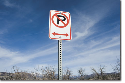 A no parking sign atop Rim Drive instructs motorists to park elsewhere.